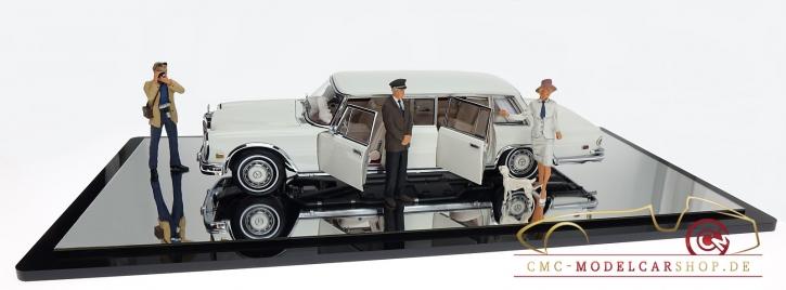 CMC Vitrine A-011 für 1:18 Renntransporter, LKW-Modelle, Modelle Maßstab 1:12