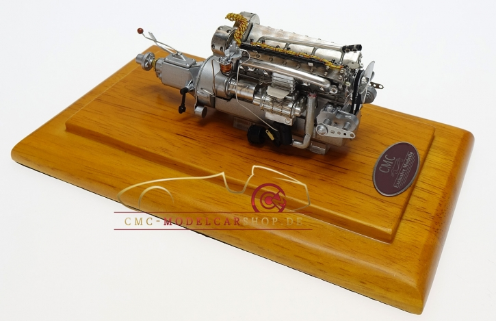CMC Bugatti 57 SC Motor mit Vitrine