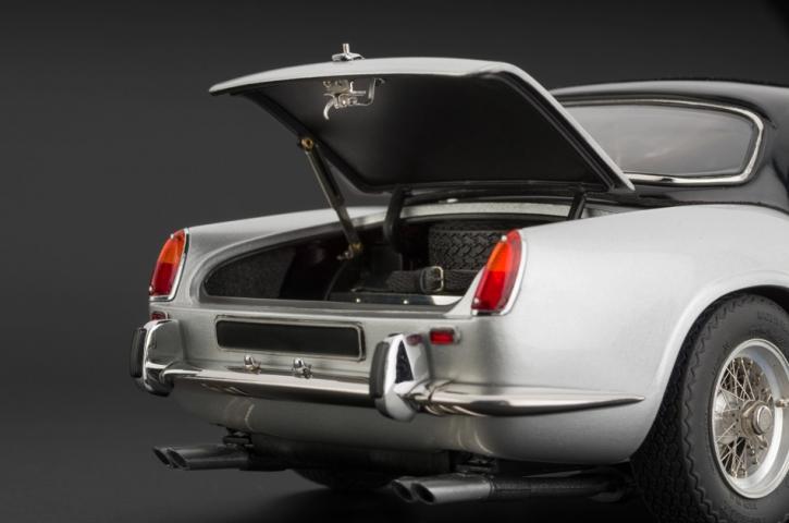 CMC Ferrari 250 SWB California Spyder silber 1960