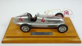 CMC Mercedes-Benz W25, 80 Jahre Silberpfeil Jubiläums-Bundle inkl. Vitrine