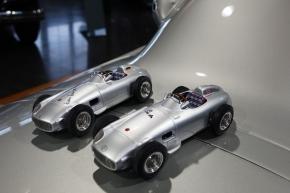 CMC Mercedes-Benz W196, Hans Herrmann, Signatur Edition limitiert 96 Stück + CMC Renntransporter