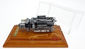 CMC Auto Union TypC, 16-cylinder Engine with showcase