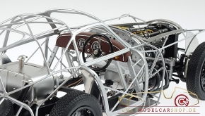 CMC Alfa Romeo 8C 2900 B, 1938 Rolling Chassis inkl. Holzsockel