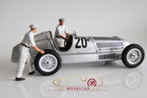 Figutec Set 2 Rennmechaniker Mercedes schieben den Wagen, Figuren 1:18